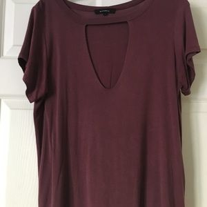 Tops - Maroon chest cut out t-shirt. L